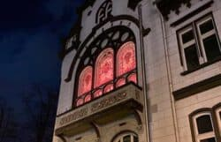 Orange Day: historische Fenster im Rathaus Haan